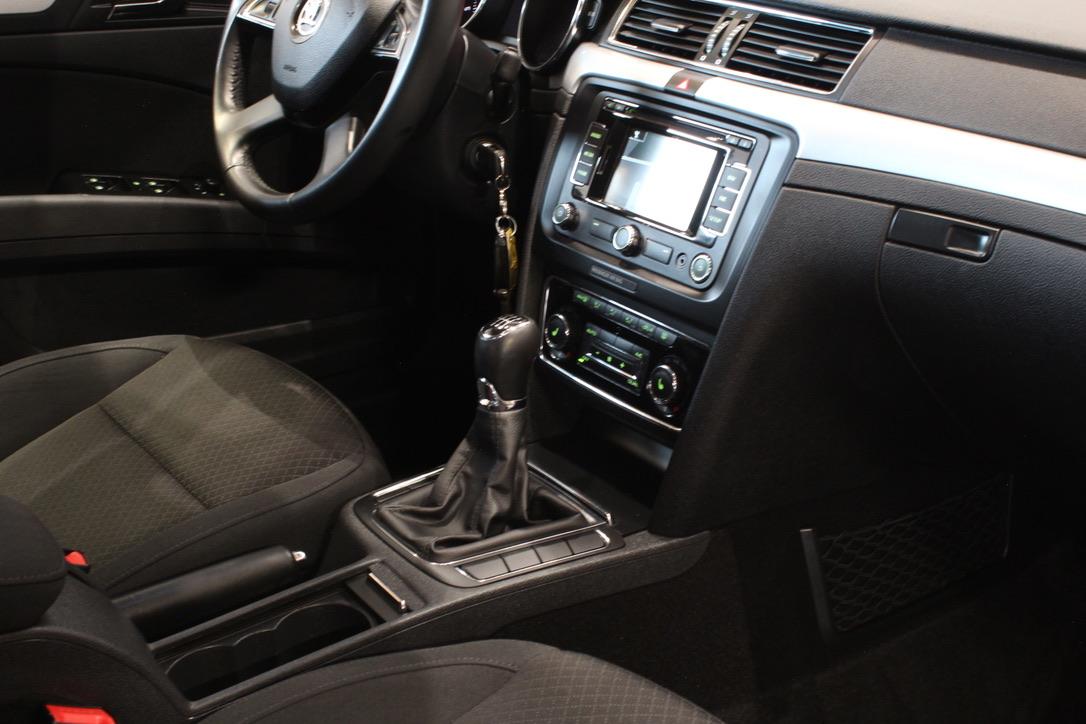 Škoda Superb II 2.0 TDI Elegance kombi - AutoBrela obrázek
