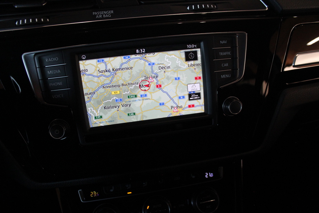 VW Touran II Highline 2.0 TDI 110 kW Nez. Topení-FULL LED - AutoBrela obrázek