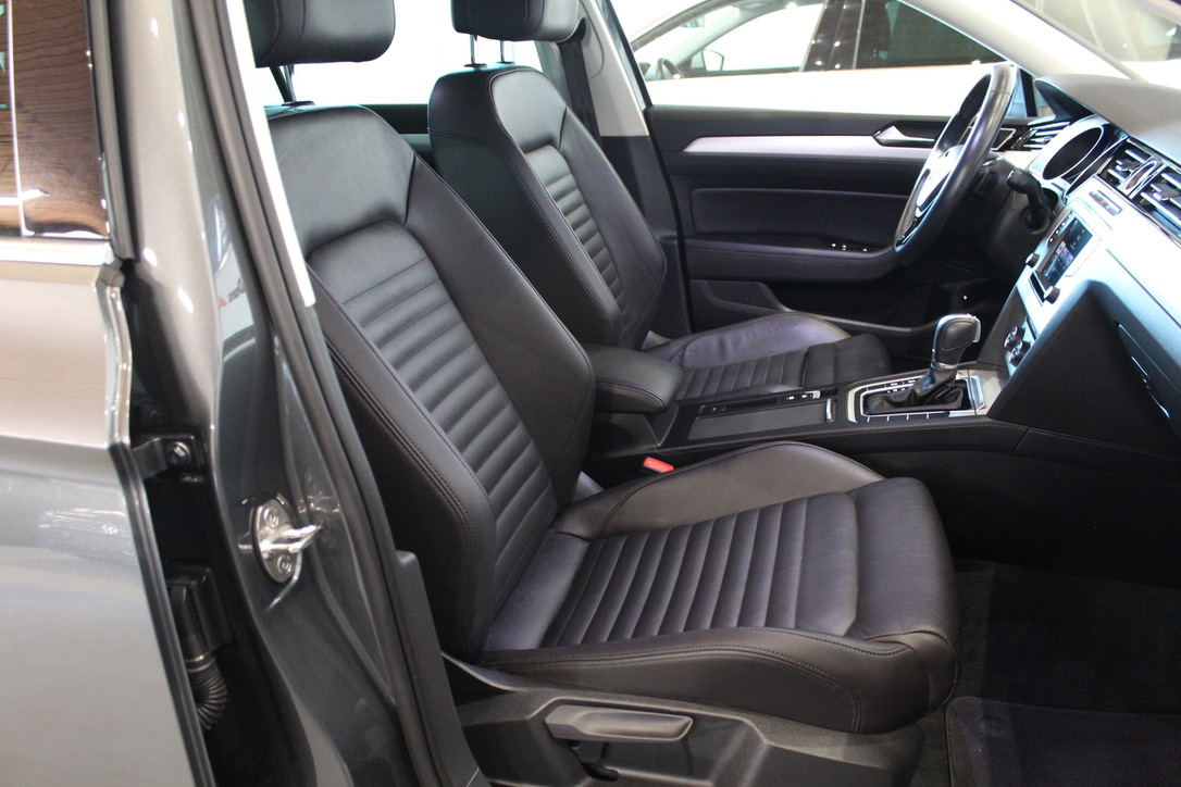 VW Passat B8 2.0 TDI DSG Highline 140 kW - AutoBrela obrázek