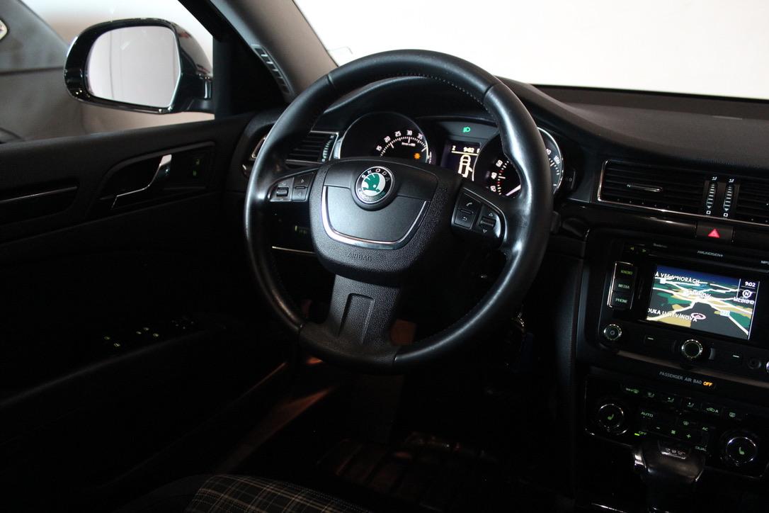 Škoda Superb 2.0 TDI DSG 125 kW Elegance - AutoBrela obrázek