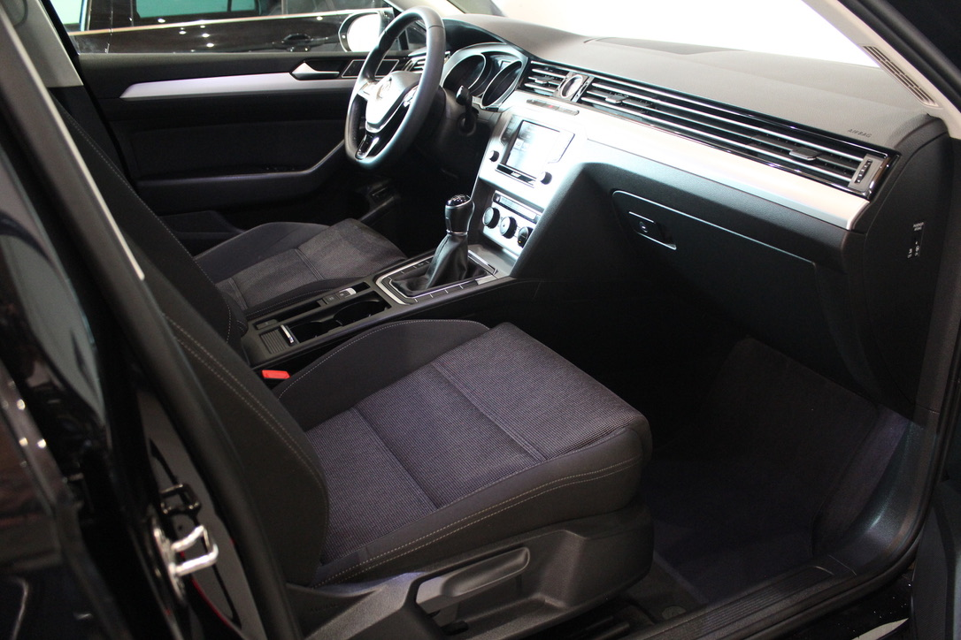 VW Passat B8 2.0 TDI Highline Dynamic FULL LED světlomety - AutoBrela obrázek