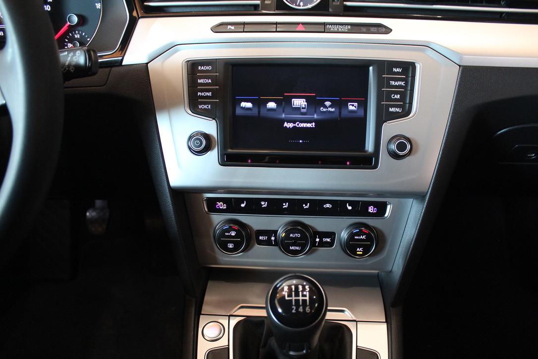VW Passat B8 2.0 TDI Highline Bezklíčové ovládání Keyless - AutoBrela obrázek