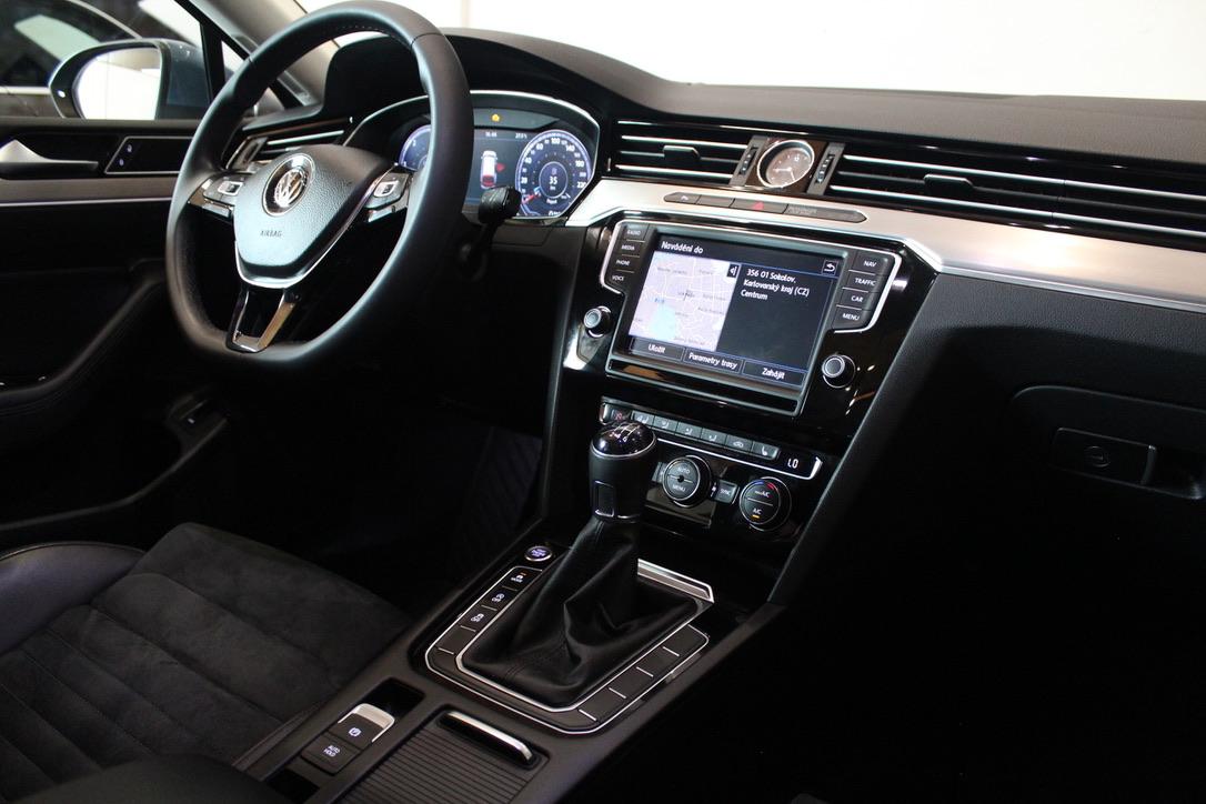 VW Passat B8 2.0 TDI R-Line Highline Active Info display 12″-Full Led - AutoBrela obrázek