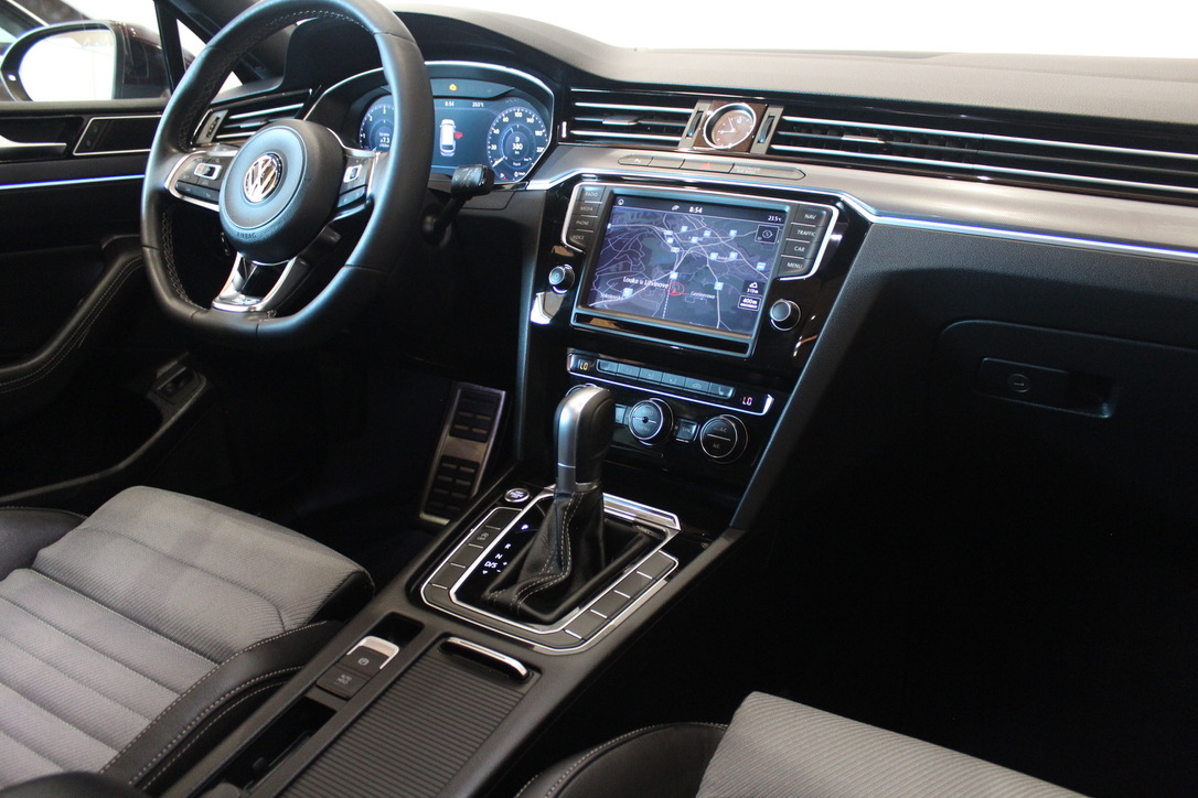 VW Passat B8 2.0 TDI DSG R-Line Highline Active Info display 12″-Full Led - AutoBrela obrázek