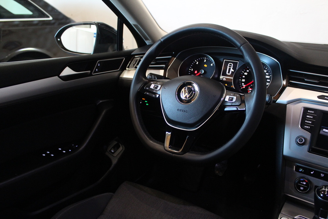 VW Passat B8 2.0 TDI 4×4 Motion  Highline Full Led - AutoBrela obrázek