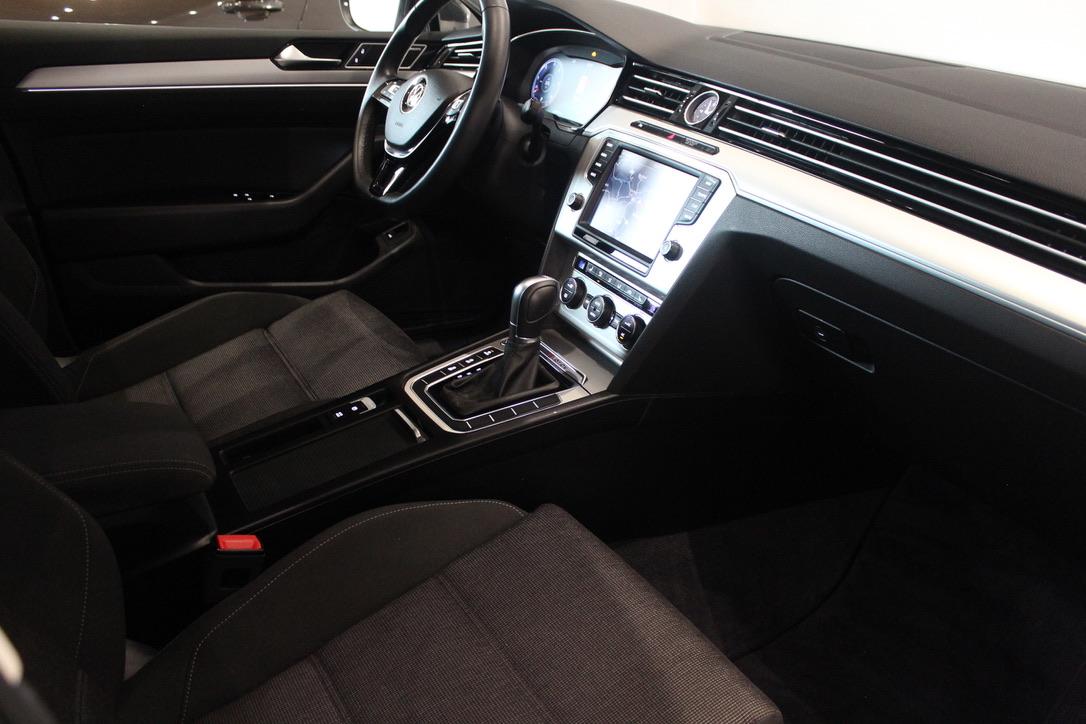VW Passat B8 2.0 TDI DSG 176 kW 4Motion Active Info display 12″ FULL LED - AutoBrela obrázek
