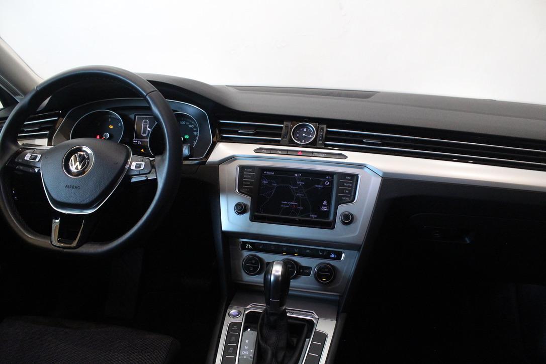 VW Passat B8 2.0 BiTDi DSG 4x4Motion 176 kW Highline Nezávislé topení - AutoBrela obrázek
