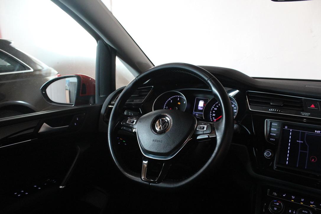VW Touran II 2.0 TDI Highline Nezávisle topení Panoramatická elk. střecha - AutoBrela obrázek