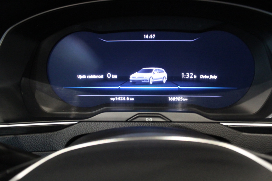 VW Passat B8 2.0 TDI DSG 140kW Highline Active Info display 12″ - AutoBrela obrázek