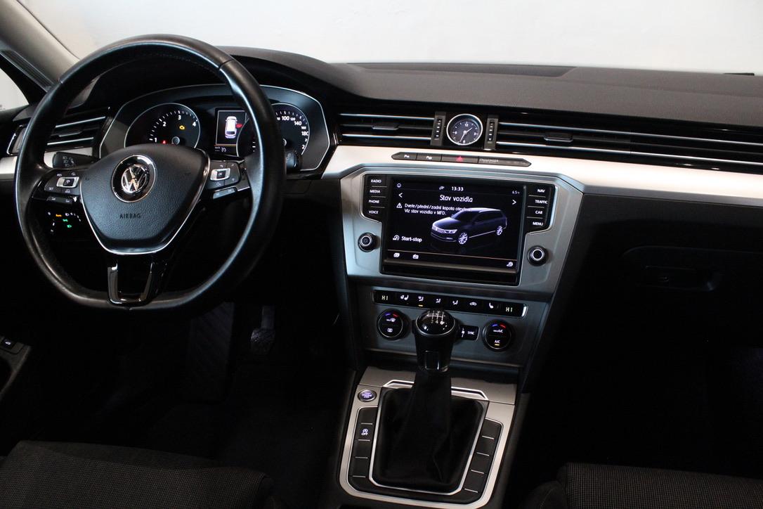 VW Passat B8 2.0 TDI Highline Nezávislé Topení - AutoBrela obrázek