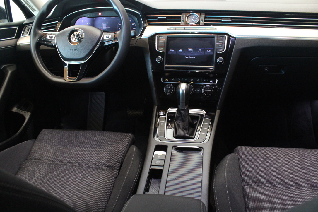 VW Passat B8 2.0 TDI DSG Active Info display 12″ FULL LED - AutoBrela obrázek