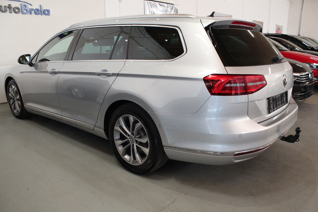 VW Passat B8 2.0 TDI R-Line FULL LED Highline Head-Up Display - AutoBrela obrázek