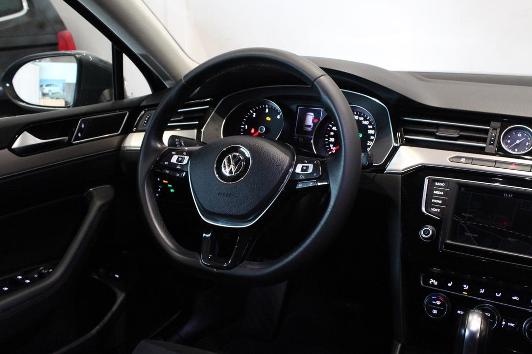 VW Passat B8 2.0 TDI DSG Highline  Area View 360° - AutoBrela obrázek