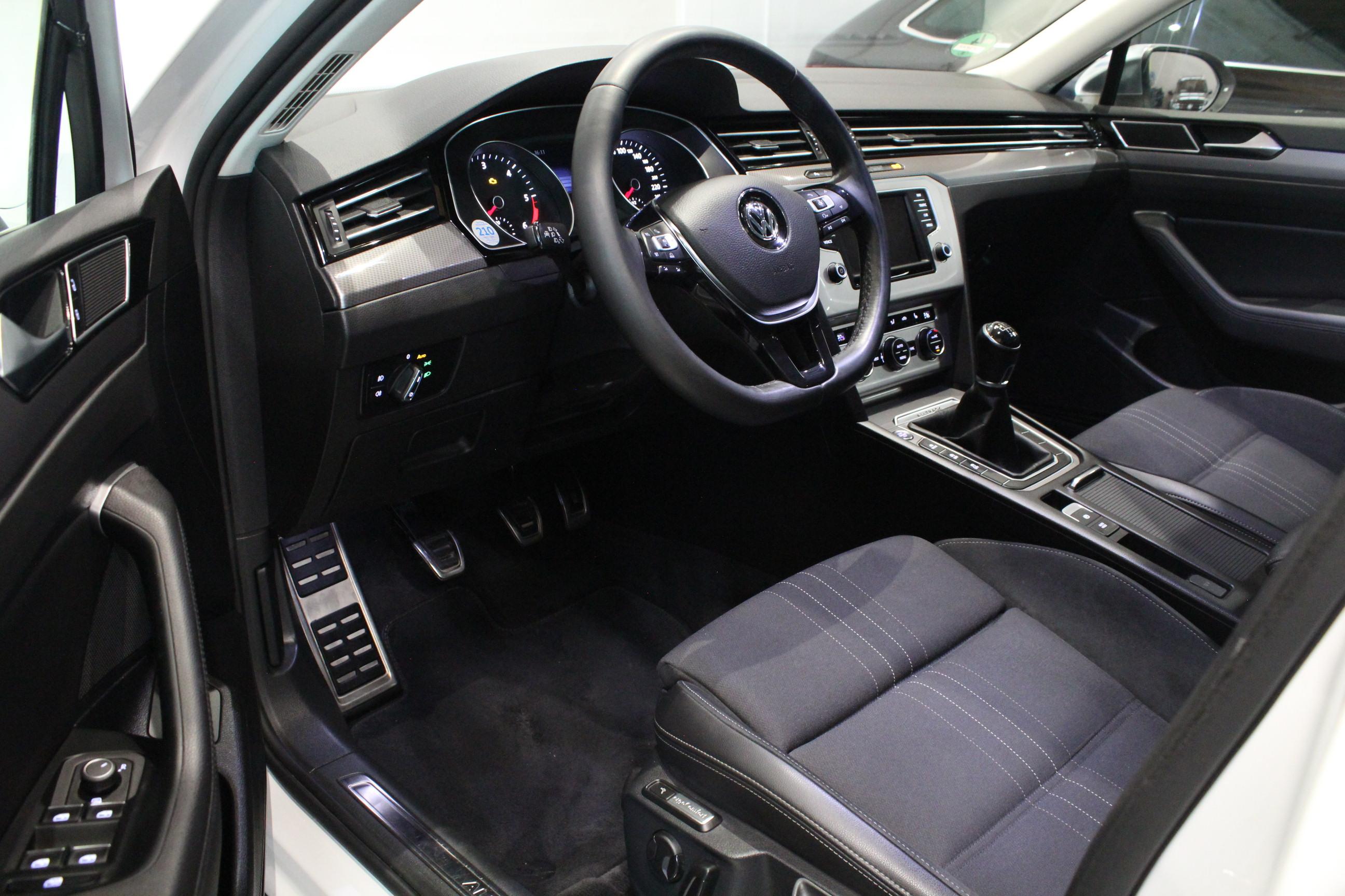 VW Passat B8 2.0 TDI Alltrack 4Motion FULL LED Highline - AutoBrela obrázek