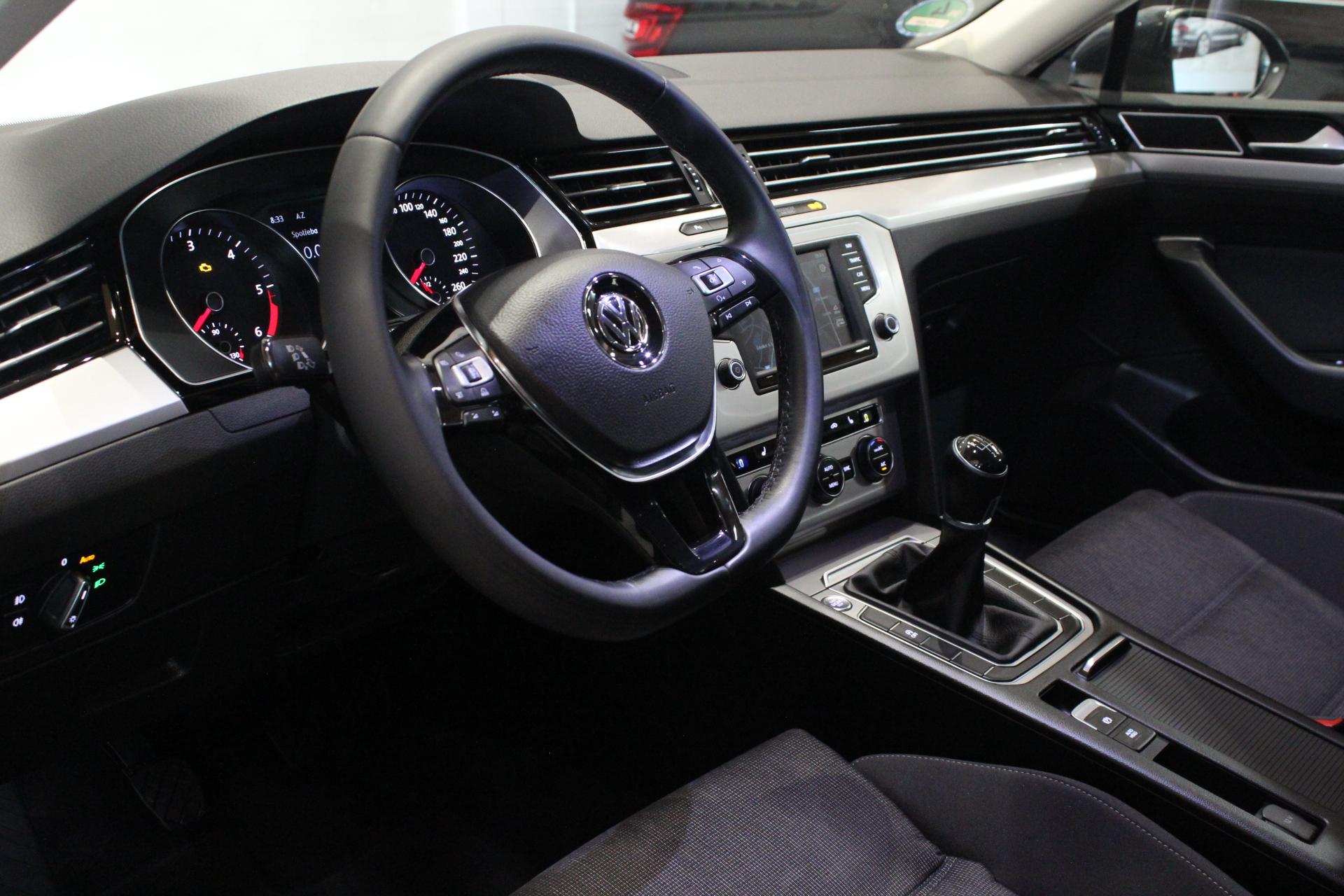 VW Passat B8 2.0 TDI Navi - AutoBrela obrázek