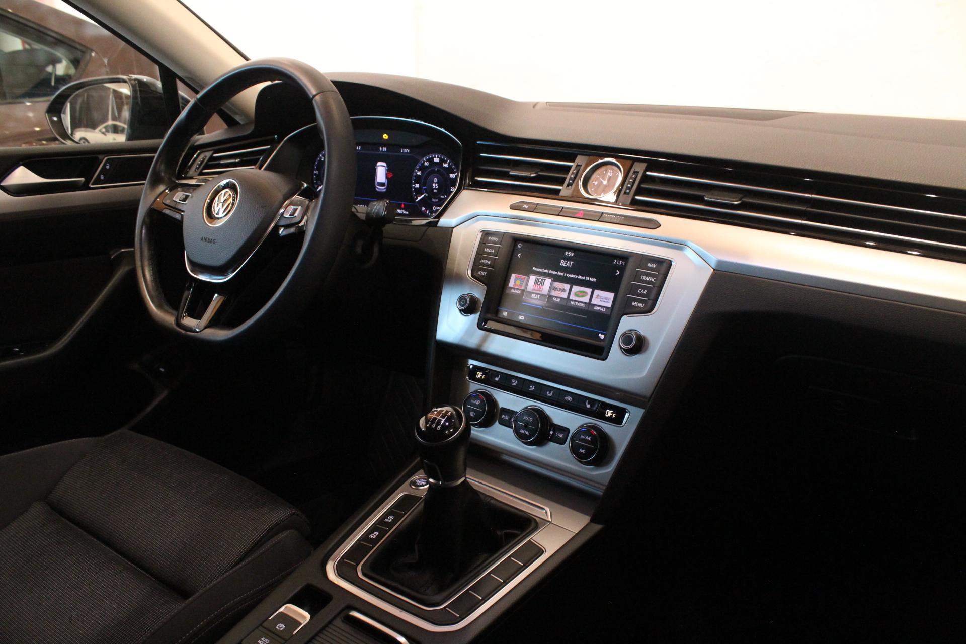 VW Passat B8 2.0 TDI Highline Active Info display 12″ - AutoBrela obrázek