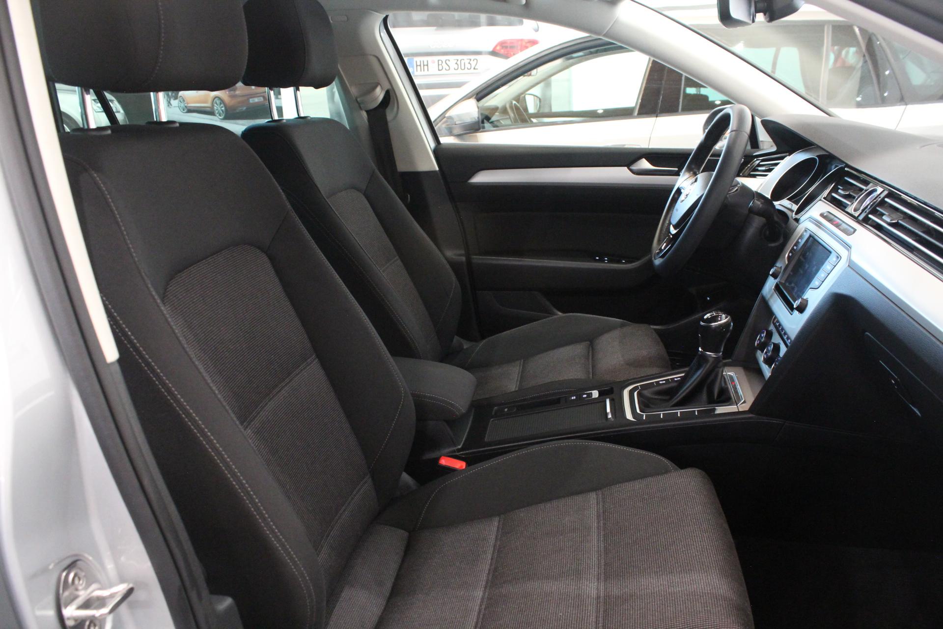 VW Passat B8 2.0 TDI Highline 4Motion FULL LED - AutoBrela obrázek