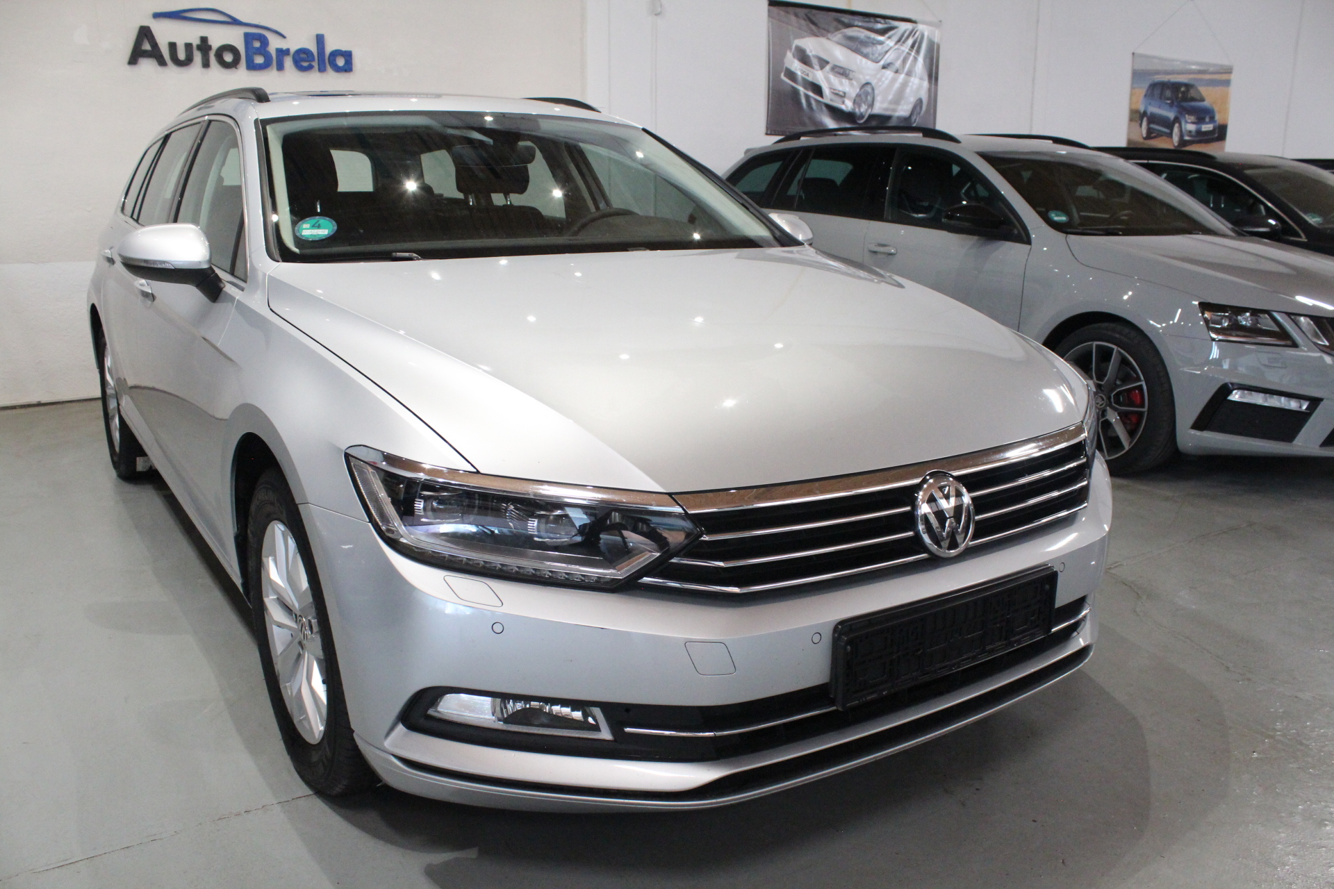 VW Passat B8 2.0 DSG Highine FULL LED Active Info display 12″ - AutoBrela obrázek