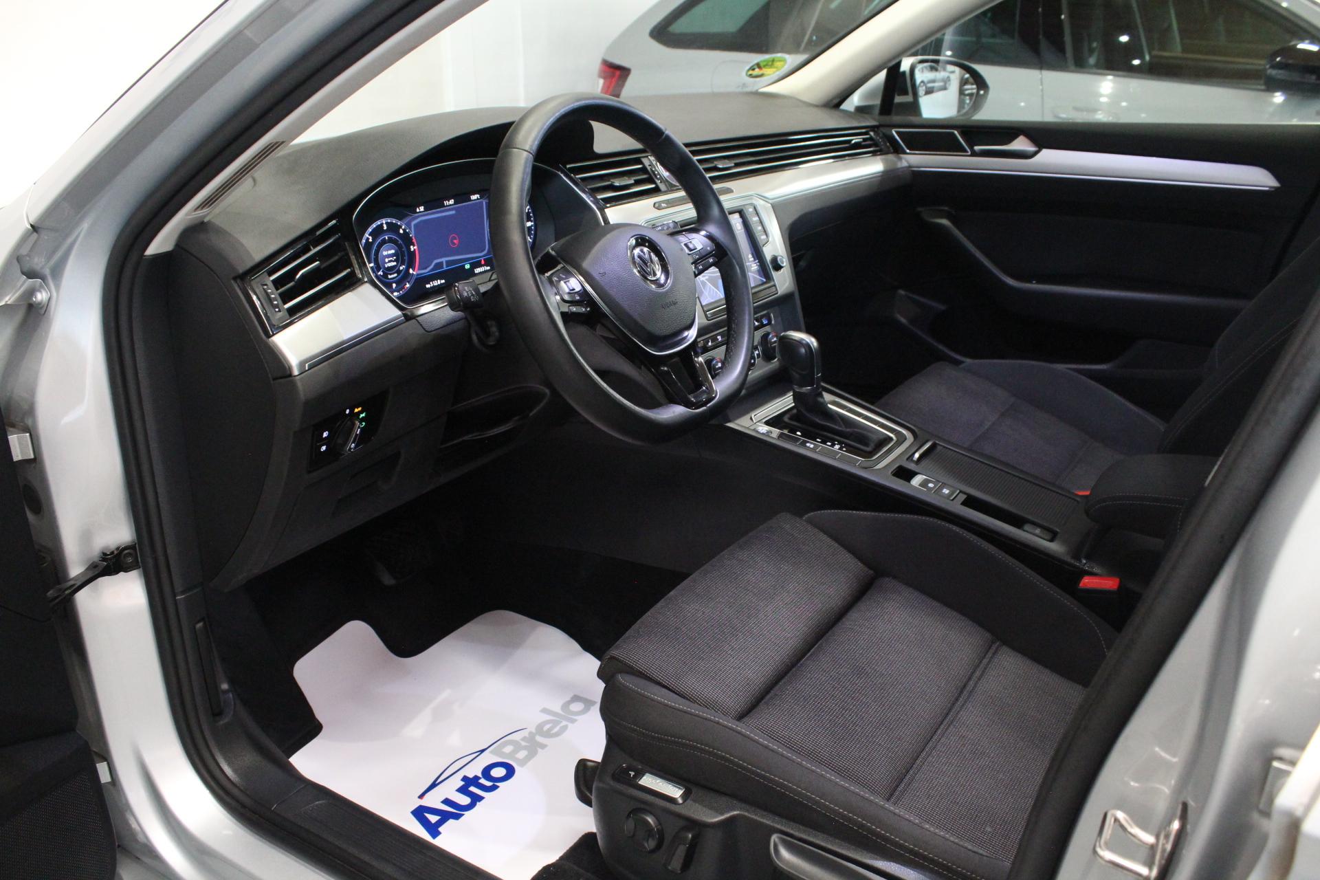VW Passat B8 2.0 DSG Highine FULL LED Active Info display 12″ - AutoBrela obrázek