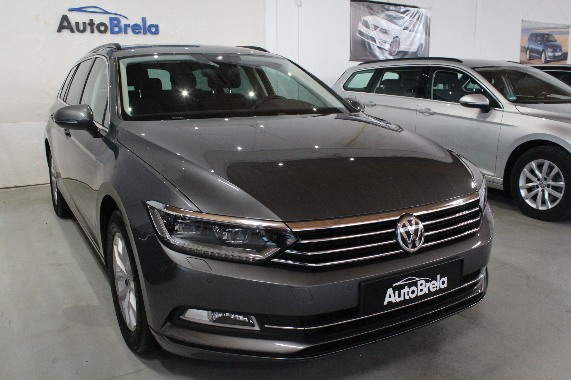 VW Passat B8 2.0 TDI DSG Highline FULL LED Info display Model 2017 - AutoBrela obrázek